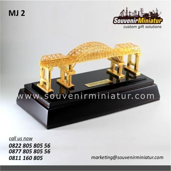 souvenir miniatur jembatan eksklusif