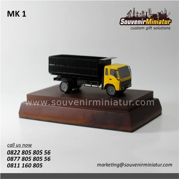 souvenir miniatur kendaraan unik dan detail