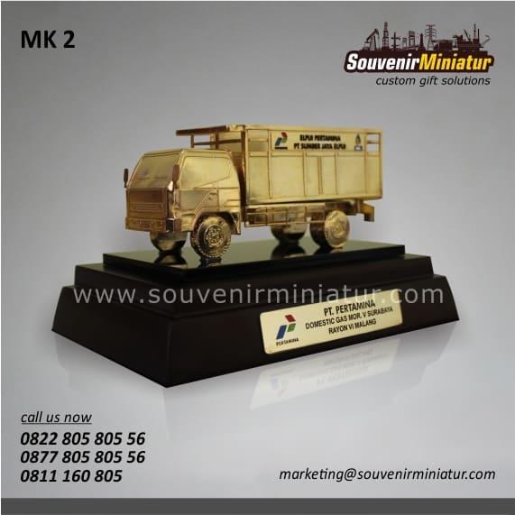 souvenir miniatur kendaraan pertamina