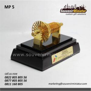 souvenir miniatur turbin pertamina elegan