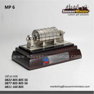Souvenir Miniatur Generator Chevron