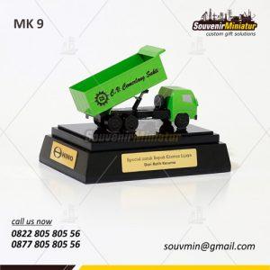 Souvenir Miniatur Truck CV Cemerlang Sakti