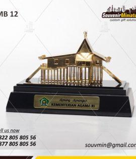 Miniatur Rumah Adat Kenang Kenangan Kementrian Agama Republik Indonesia
